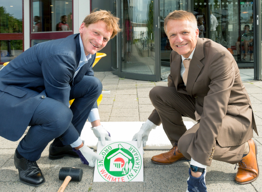 Warmte in Alkmaar - logo op stoeptegel